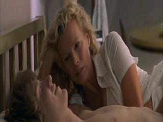 Маман трахается со своим сыном на кухне в пизду и рот