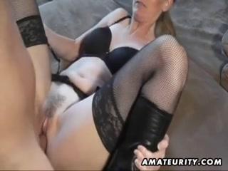 Массажист делает кунилингус женщине и трахает ее на массаже